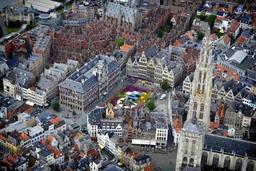 Cure de jouvence pour les tours de la cathédrale d'Anvers hautes de 123 mètres