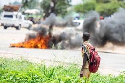 Zimbabwe: des morts lors des manifestations contre la hausse des prix du pétrole