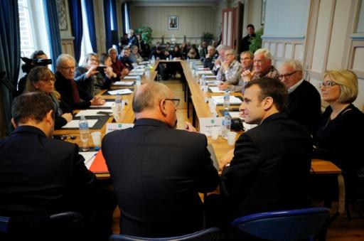 Au conseil municipal de Gasny, Macron lance le grand débat avant l'heure