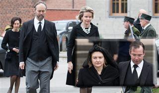 Stéphanie de Luxembourg, soutenue par la reine Mathilde aux funérailles de son père, le comte Philippe de Lannoy 2