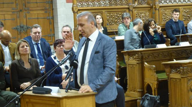 Trafic de visas humanitaires: l'élu N-VA, Melikan Kucam, placé sous mandat d'arrêt