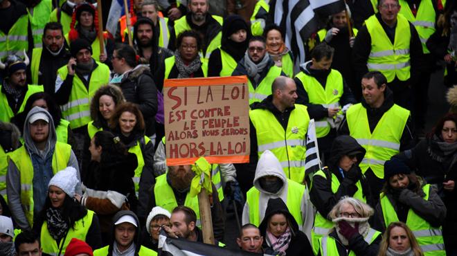Les gilets jaunes attendus pour l'acte X à Paris: les organisateurs invitent les participants à amener