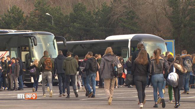 Deux conducteurs de bus chargés de ramener des élèves après un salon ont été contrôlés positifs à l'alcool