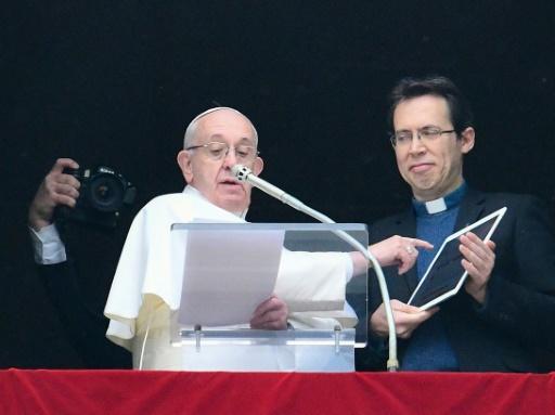 Le pape invite les jeunes à prier en ligne sur