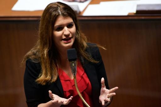 Schiappa chez Hanouna: rudement critiquée, la ministre veut parler au plus grand nombre
