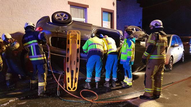 Un véhicule fait un tonneau à Wanfercée-Baulet: le conducteur a dû être désincarcéré