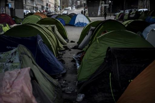 Environ 300 migrants évacués d'un camp insalubre au nord de Paris