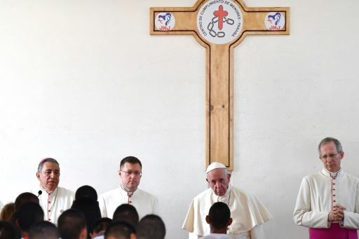 Au Panama, le pape dénonce les