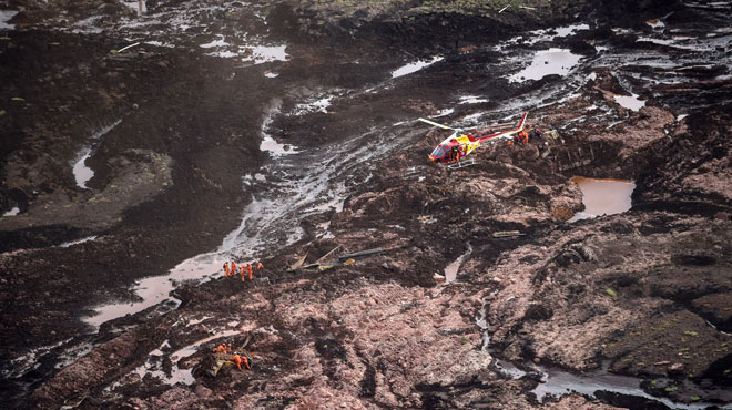 Rupture d'un barrage minier au Brésil: au moins 9 morts, plusieurs centaines de disparus