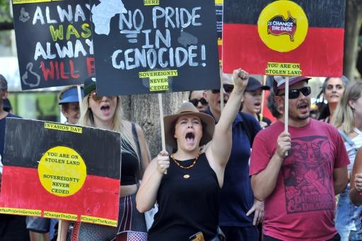 Des milliers d'Australiens dénoncent