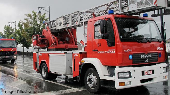 Un feu de cheminée dégénère et détruit deux habitations dans le Tournaisis