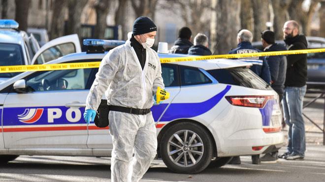 Un commando lourdement armé fait évader un détenu devant un tribunal en France: ils sont activement recherchés