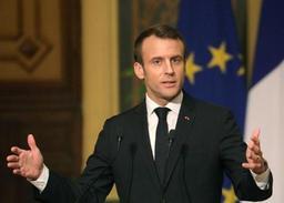Macron déplore les 11 morts parmi les Gilets jaunes mais innocente les forces de l'ordre