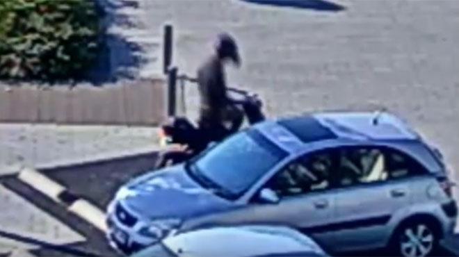 Violente agression sur un parking à La Louvière: avez-vous vu cet homme? (vidéo)