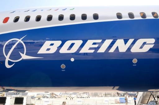 Boeing prévoit des livraisons record, le titre s'envole