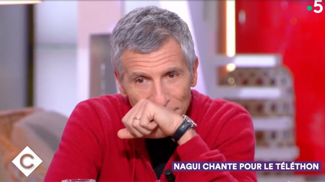 Nagui submergé par l'émotion sur le plateau de C à Vous: