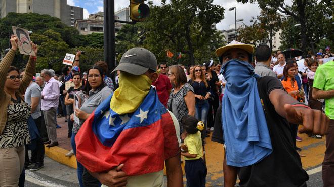 Crise politique au Venezuela: la presse étrangère dans le collimateur, deux journalistes français arrêtés, deux Chiliens expulsés
