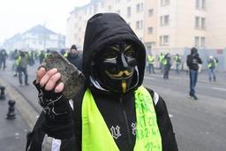 La France adopte un nouveau délit de dissimulation du visage dans les manifestations