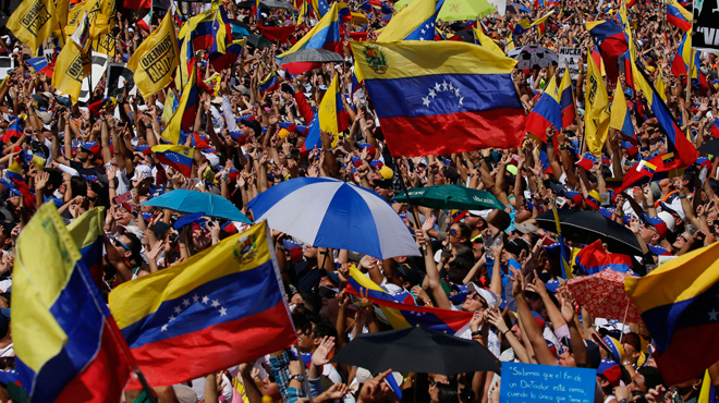 Venezuela: le bras de fer entre le président Maduro et l'opposition se poursuit dans la rue