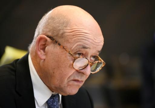 Le Drian pas favorable à un référendum le jour des européennes