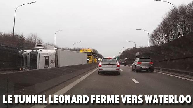 Un camion se couche sur le flanc sur le ring de Bruxelles: la chaussée est rouverte