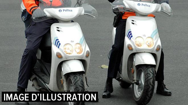 Bruxelles: une policière en scooter dérape et se blesse