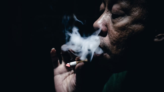 Faudra-t-il être centenaire pour pouvoir fumer à Hawaï? La surprenante proposition d'un député de l'archipel