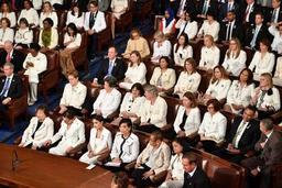 Discours de Trump au Congrès: les femmes vêtues de blanc en hommage aux suffragettes