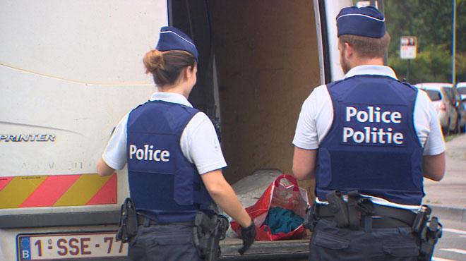 Jette: une dame arrêtée après avoir menacé des policiers avec un sécateur