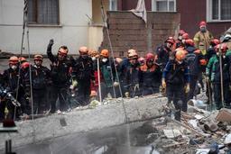 Effondrement d'un immeuble à Istanbul: le bilan s'alourdit à 6 morts