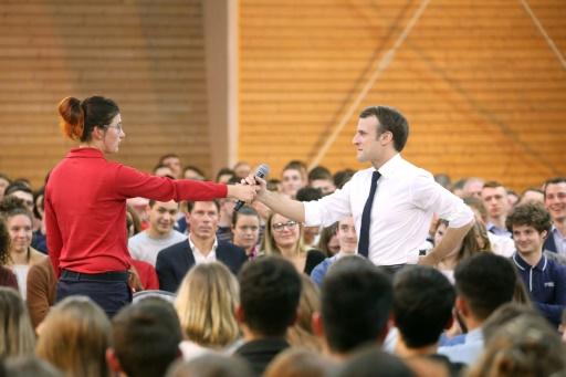 Macron exhorte les jeunes à se lancer dans le grand débat