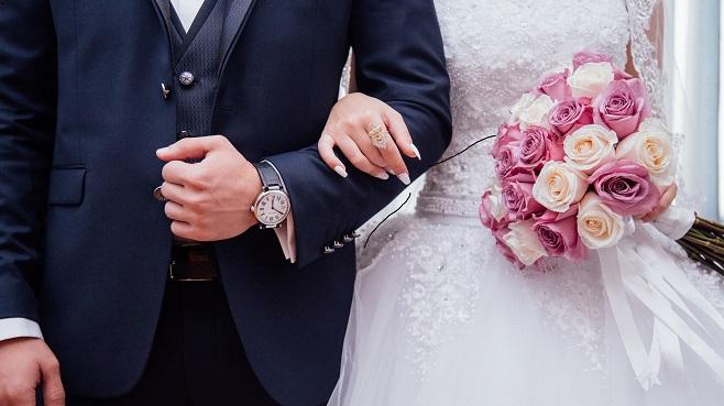 Un homme demande à sa fiancée d'attendre jusqu'au mariage pour avoir des relations intimes: elle ne s'attendait pas à cela...