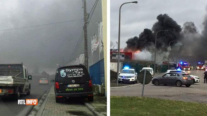 Important dégagement de fumée près du Cora de Châtelineau: le feu s'est déclaré dans un garage