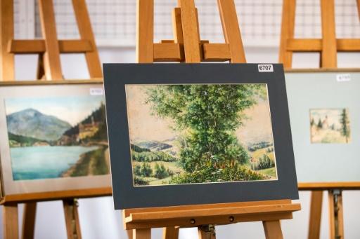 Allemagne : échec d'une vente aux enchères de tableaux attribués à Hitler