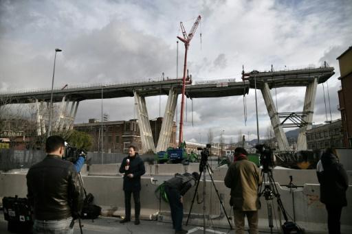 Italie : un premier tronçon du pont de Gênes est à terre