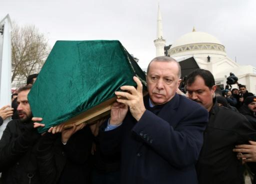 Immeuble effondré à Istanbul : 21 morts, Erdogan appelle à