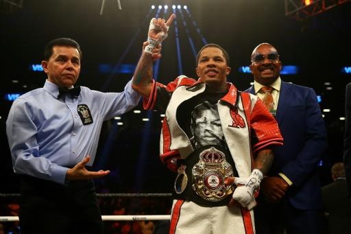 Boxe: Davis expéditif pour conserver son titre WBA des super-plumes