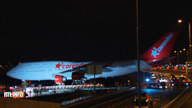 Un Boeing 747 déplacé pour être installé dans un hôtel à Amsterdam: le convoi SPECTACULAIRE est passé par l'autoroute