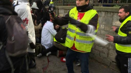 Main arrachée d'un manifestant