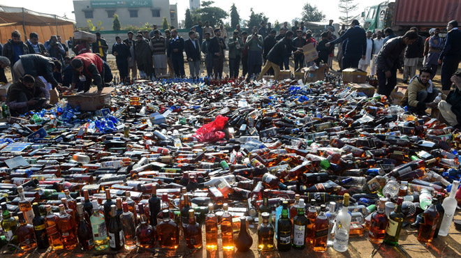 Plus de 100 personnes sont mortes ce week-end après avoir consommé de l'alcool frelaté en Inde