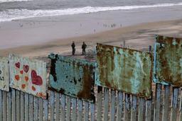 USA: le gouverneur de Californie va retirer la Garde nationale de la frontière mexicaine