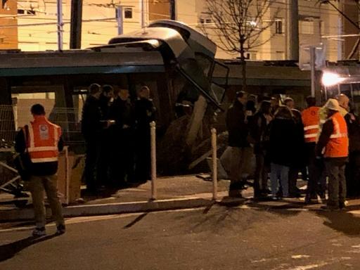Collision entre deux tramways dans les Hauts-de-Seine: douze blessés, dont un grave