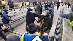 Gilets jaunes: l'ex-boxeur jugé aujourd'hui pour l'agression de deux gendarmes à Paris