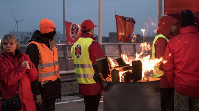 Un véhicule fonce sur un piquet de grève à Gand: le conducteur a été interpellé