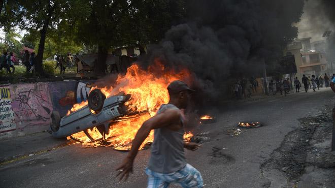 Scènes chaotiques en Haïti: la révolte contre le président s'intensifie