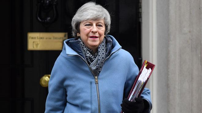 Une conversation dans un hôtel bruxellois laisse penser que la stratégie de Theresa May est d'attendre pour reporter le BREXIT