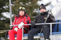 Poutine et Loukachenko skient ensemble à Sotchi, malgré des relations tendues