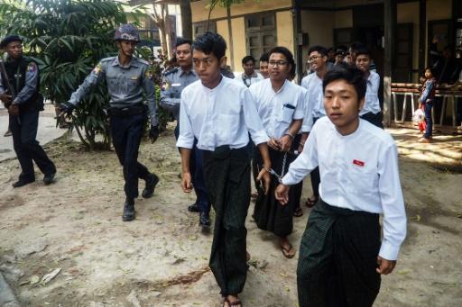 Birmanie: travaux forcés pour des étudiants accusés d'avoir brûlé des portraits de ministres