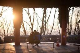 Poèmes, roses et chocolats s'échangeront sous un soleil flamboyant pour la Saint-Valentin