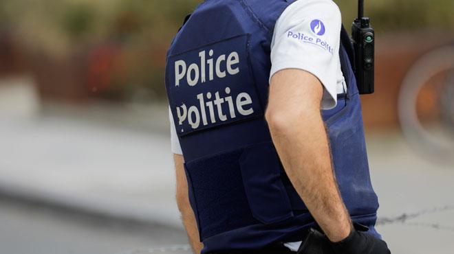 Liège: après avoir menacé un commerçant avec une arme factice, il se rebelle et crache sur les policiers